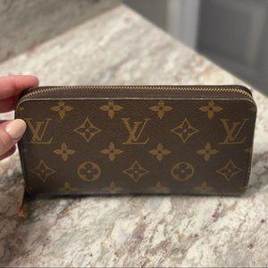❄Authentic Louis Vuitton Zippy Wallet